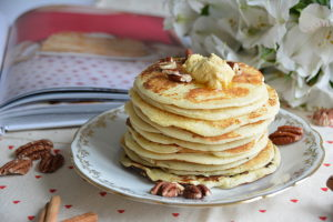 Pancakes et beurre d'érable à la cannelle
